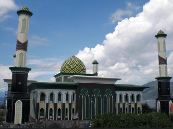Masjid Al Munawar Ternate Gelar Sholat Id, Kurban 14 Ekor Sapi